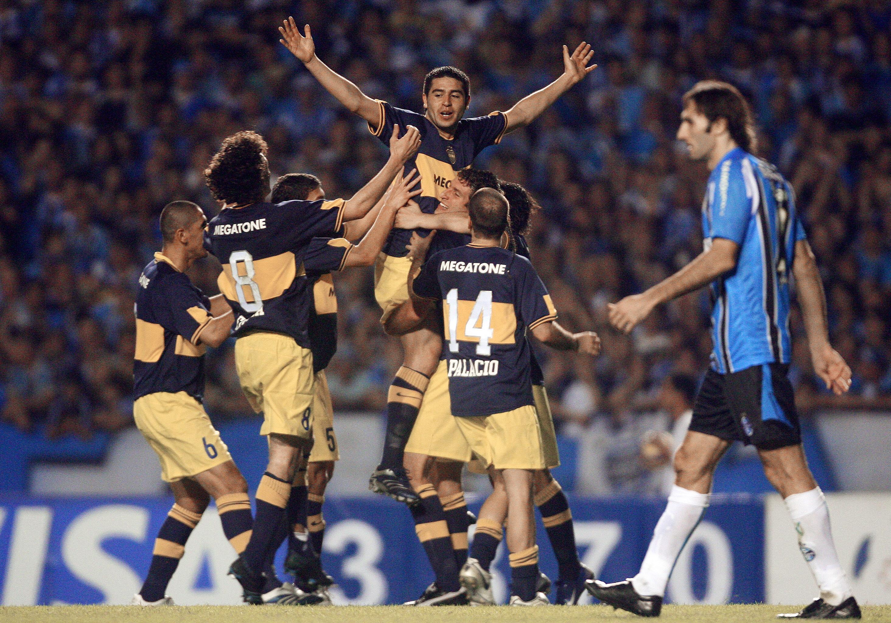 Riquelme contra o Grêmio em 2007