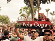 Torcida do Flamengo nas ruas de Lima