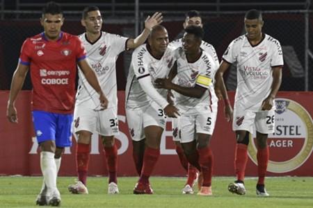 AFP Jorge Wilstermann Athletico Paranaense Libertadores 2020