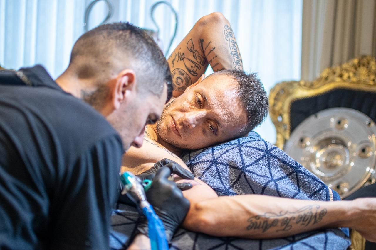 Rafinha tatua a taça da Libertadores / Flamengo