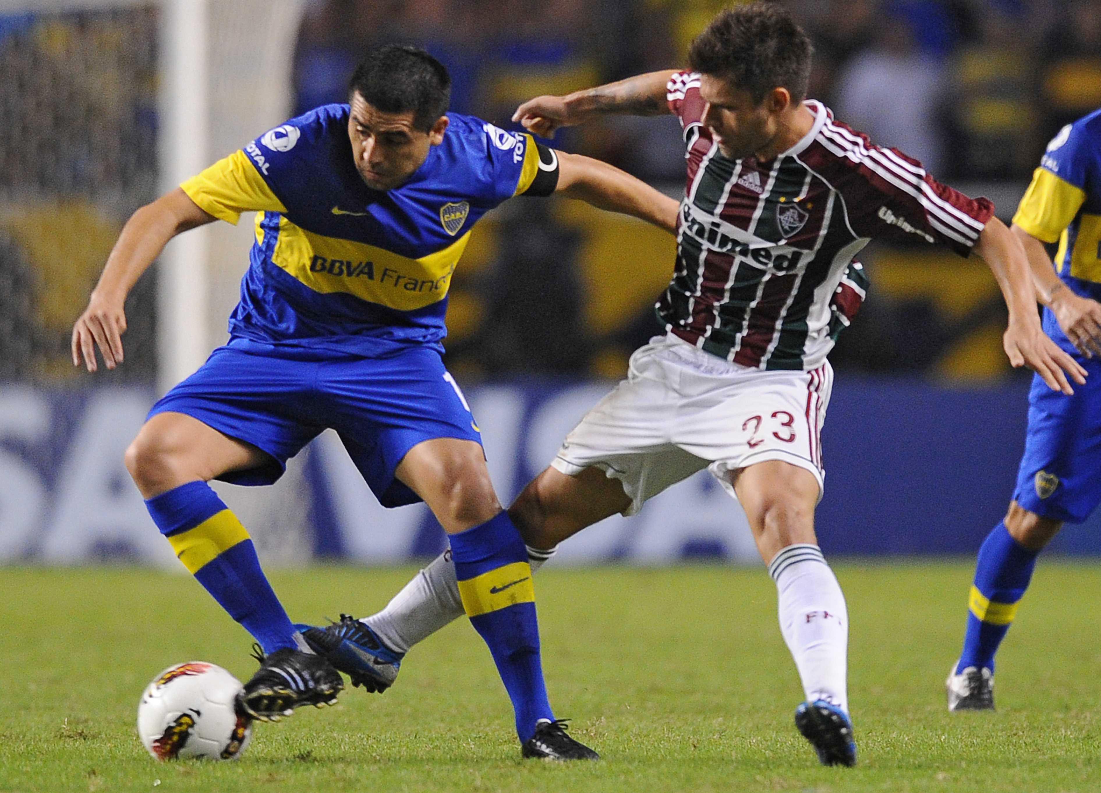 Riquelme contra o Fluminense em 2012