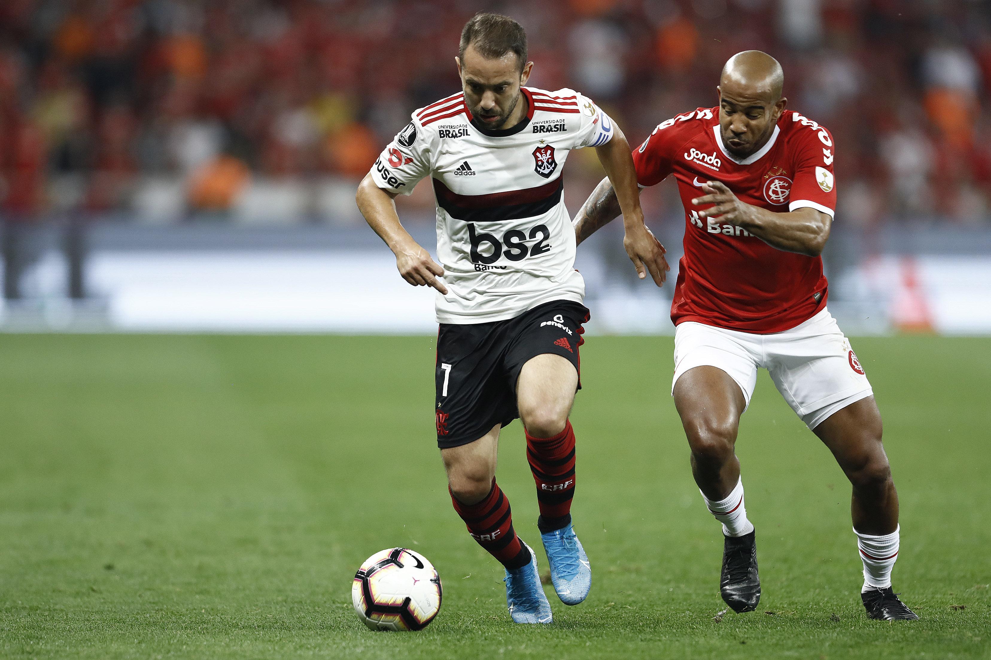 Everton Ribeiro em ação pelo Flamengo na Libertadores