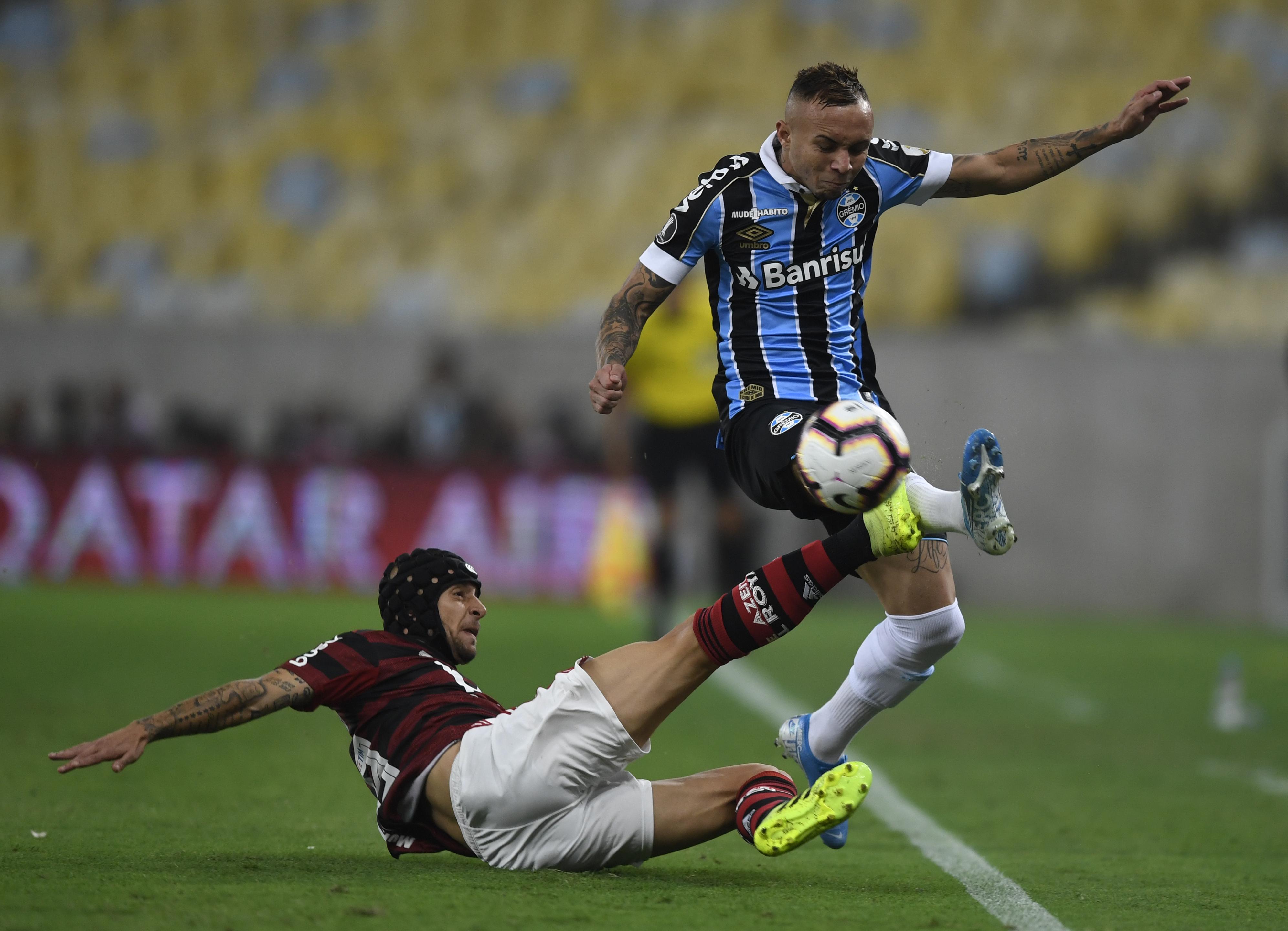 Rafinha breca Everton do Grêmio