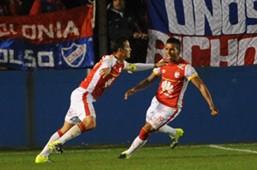 Seijas comemora gol pelo Santa Fé na Sul-Americana