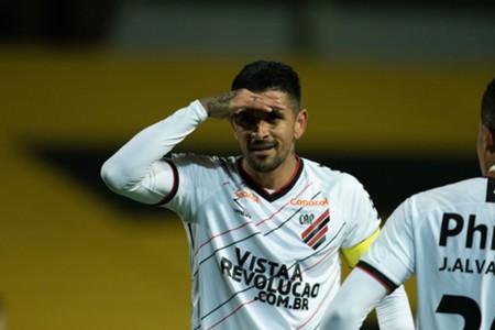 Peñarol Athletico Paranaense Lucho González Libertadores 2020