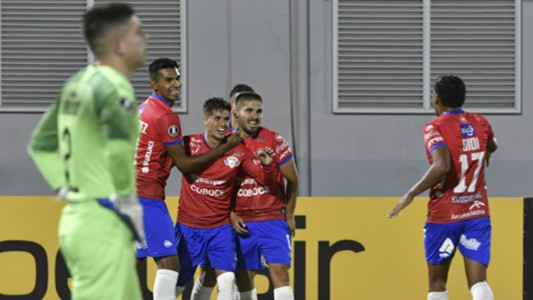 Wilstermann ganó 3-1 sobre Peñarol
