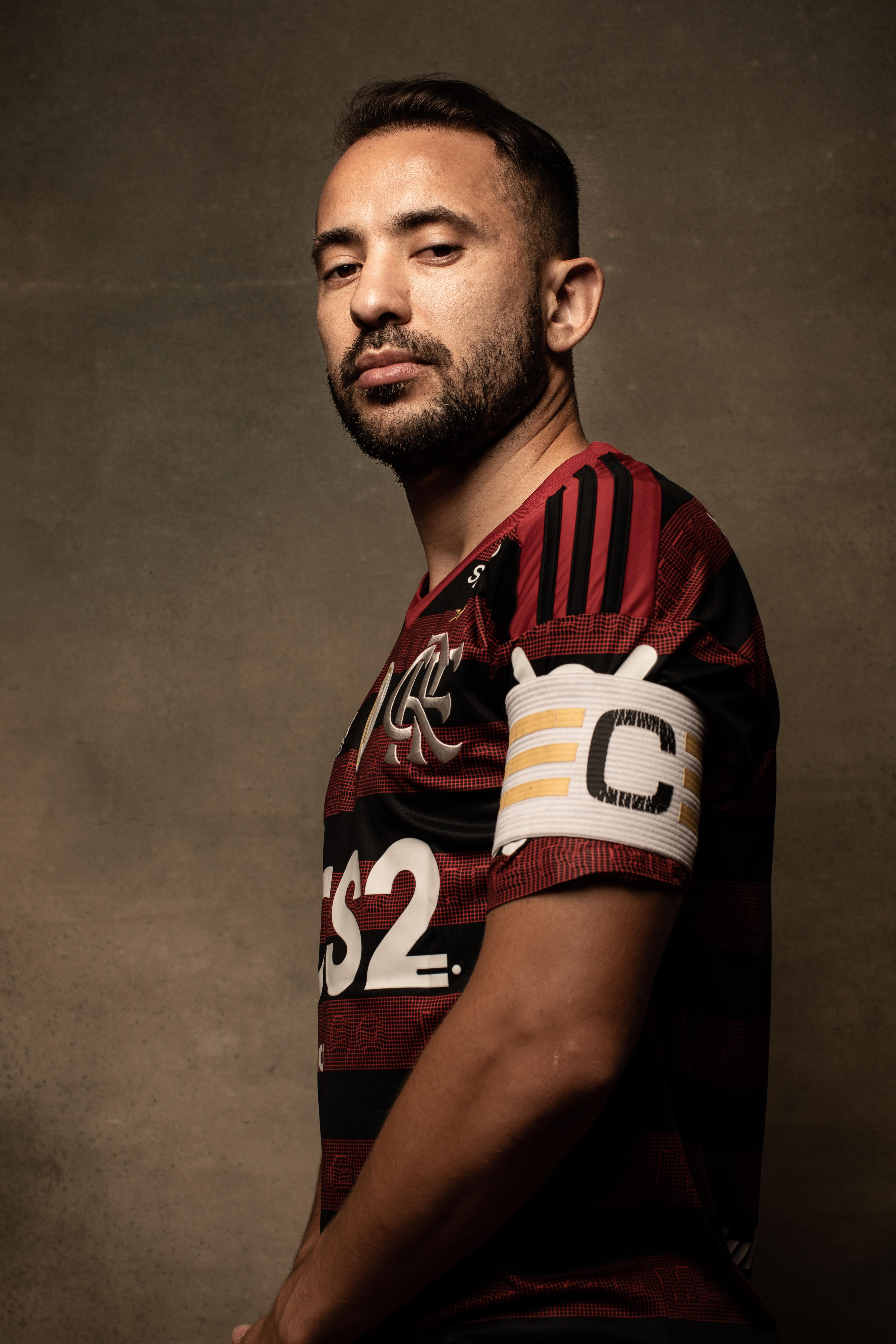 Everton Ribeiro em ensaio especial