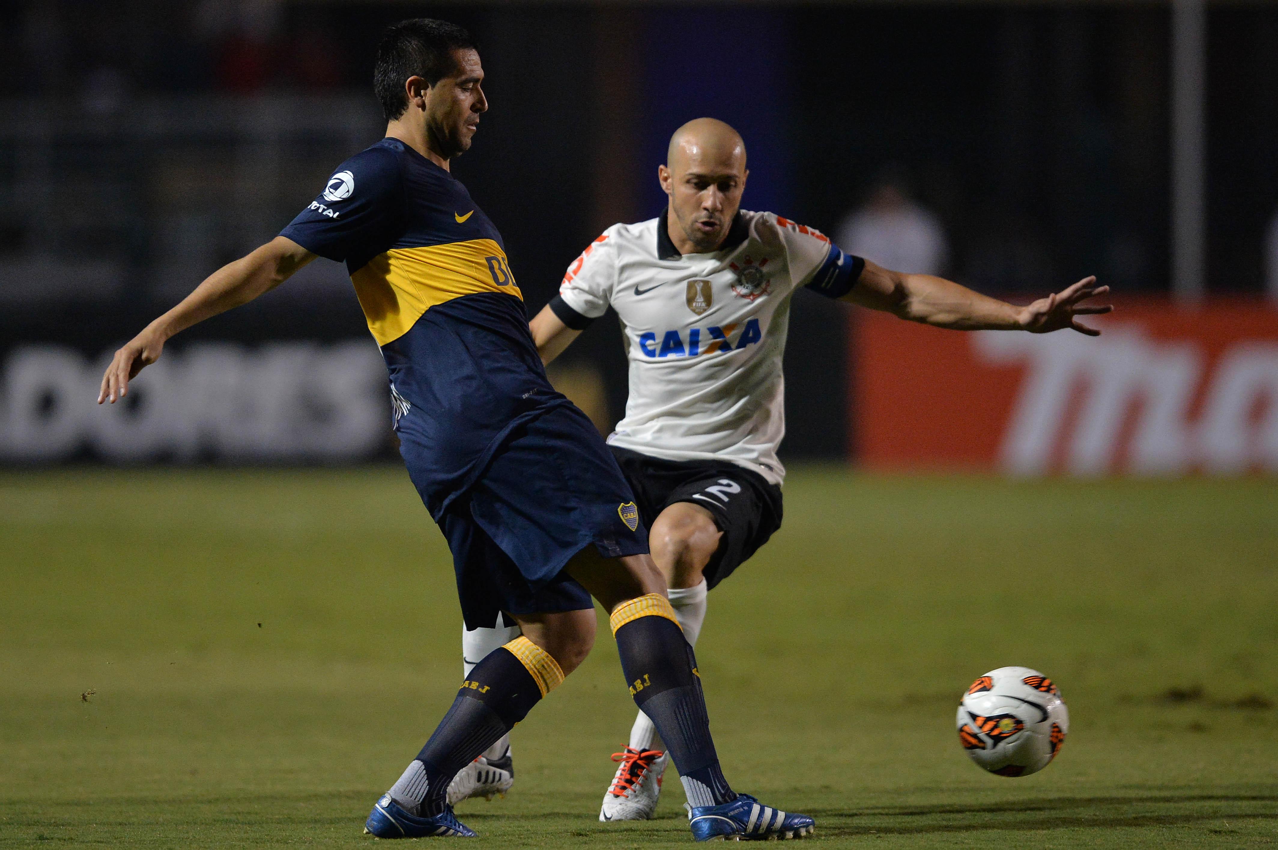 Riquelme contra o Corinthians em 2013