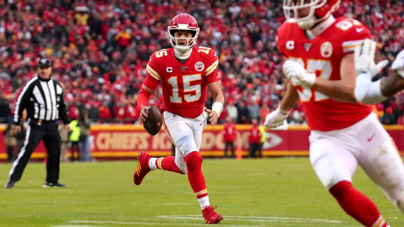 Patrick Mahomes_Kansas City Chiefs_NFL_12012020_Getty Images_Tom Pennington