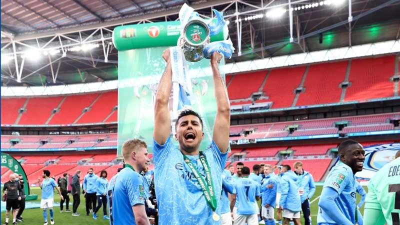 Carabao Cup 2021, i giocatori del Manchester City esultano per la vittoria del trofeo