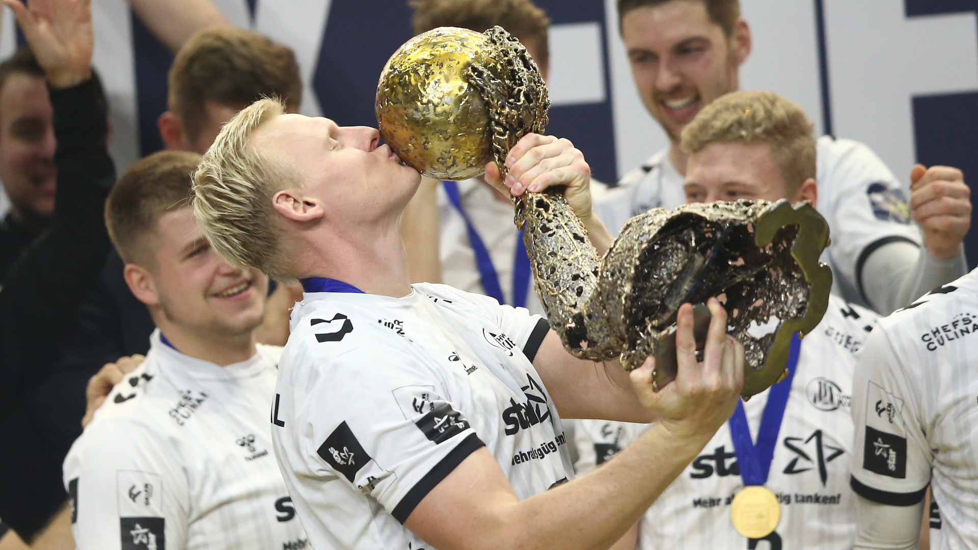 ONLY GER Patrick Wiencek THW Kiel Handball Champions League Final Four Trophy Celebration 29122020