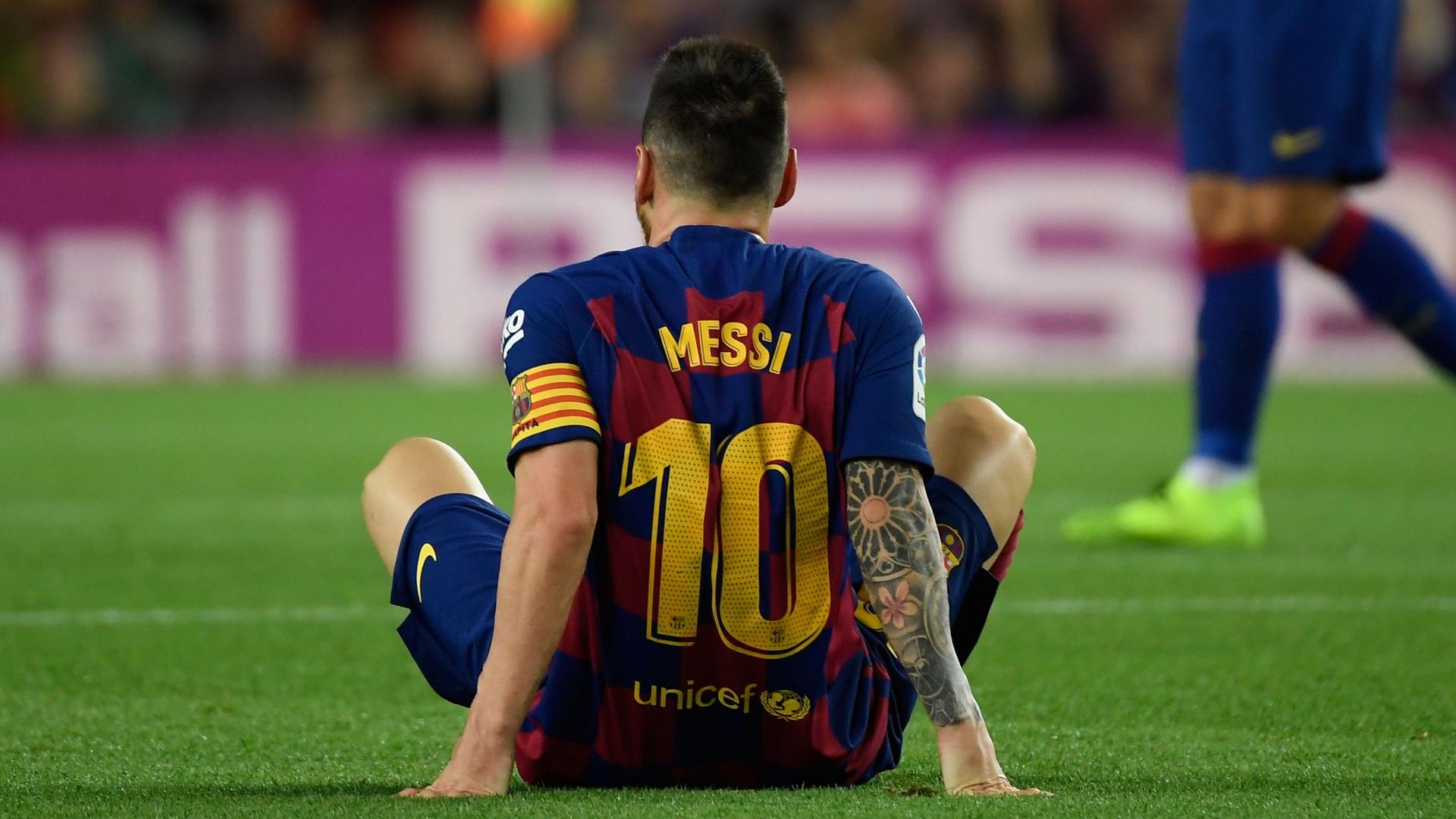 Messi không gặp may ngay sau khi giành The Best