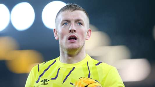 Khiến Van Dijk nghỉ dài, thủ môn Everton phải tìm tới vệ sĩ để bảo vệ bản thân