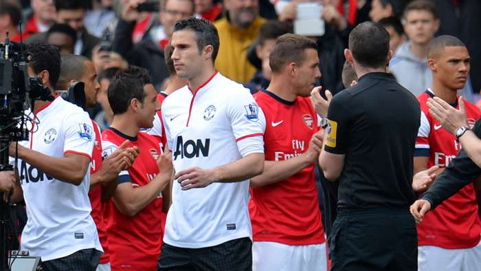 Robin van Persie Manchester United Arsenal 2013 guard of honour