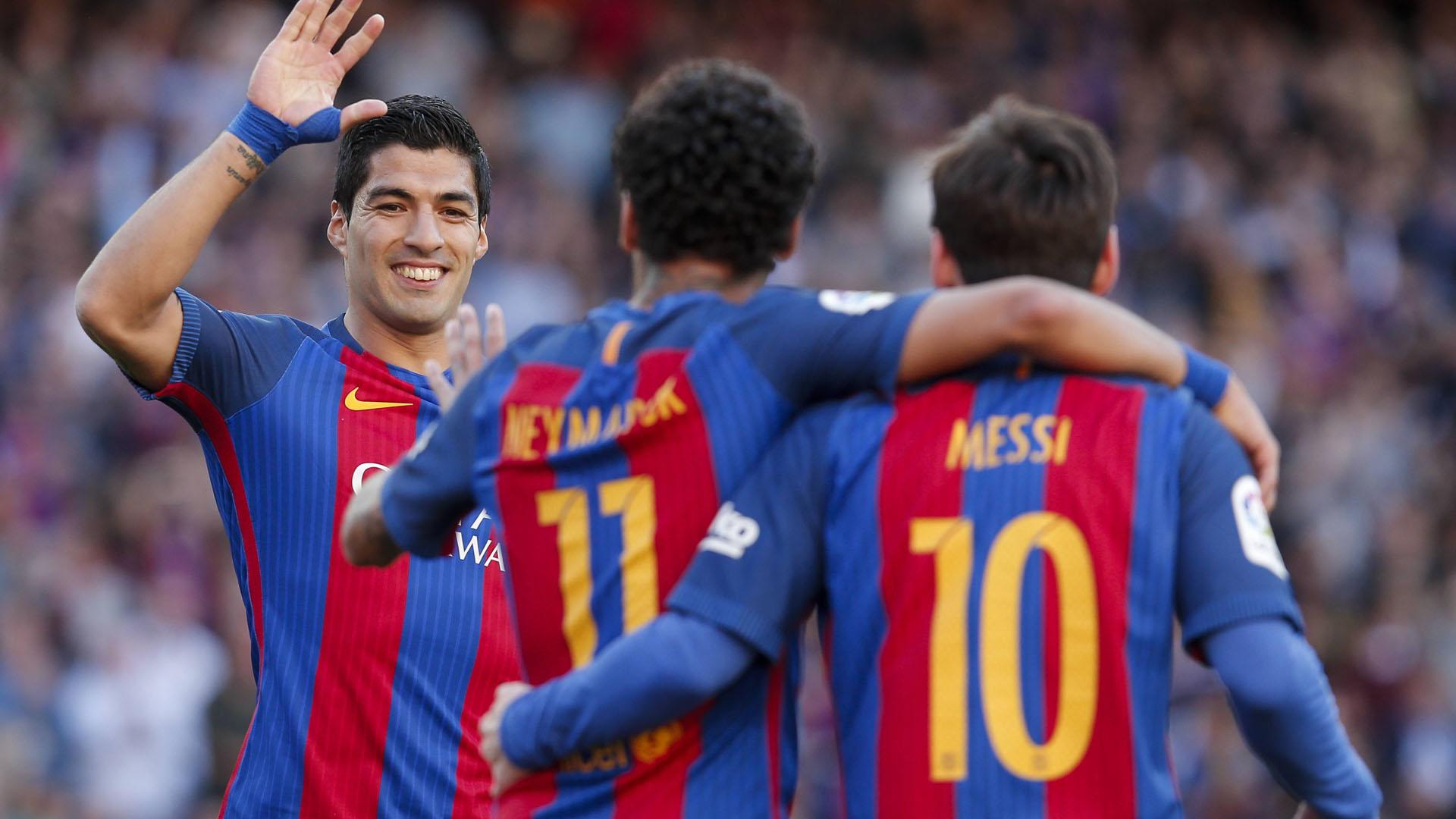 Neymar soutient Lionel Messi dans son tacle à la direction du Barça
