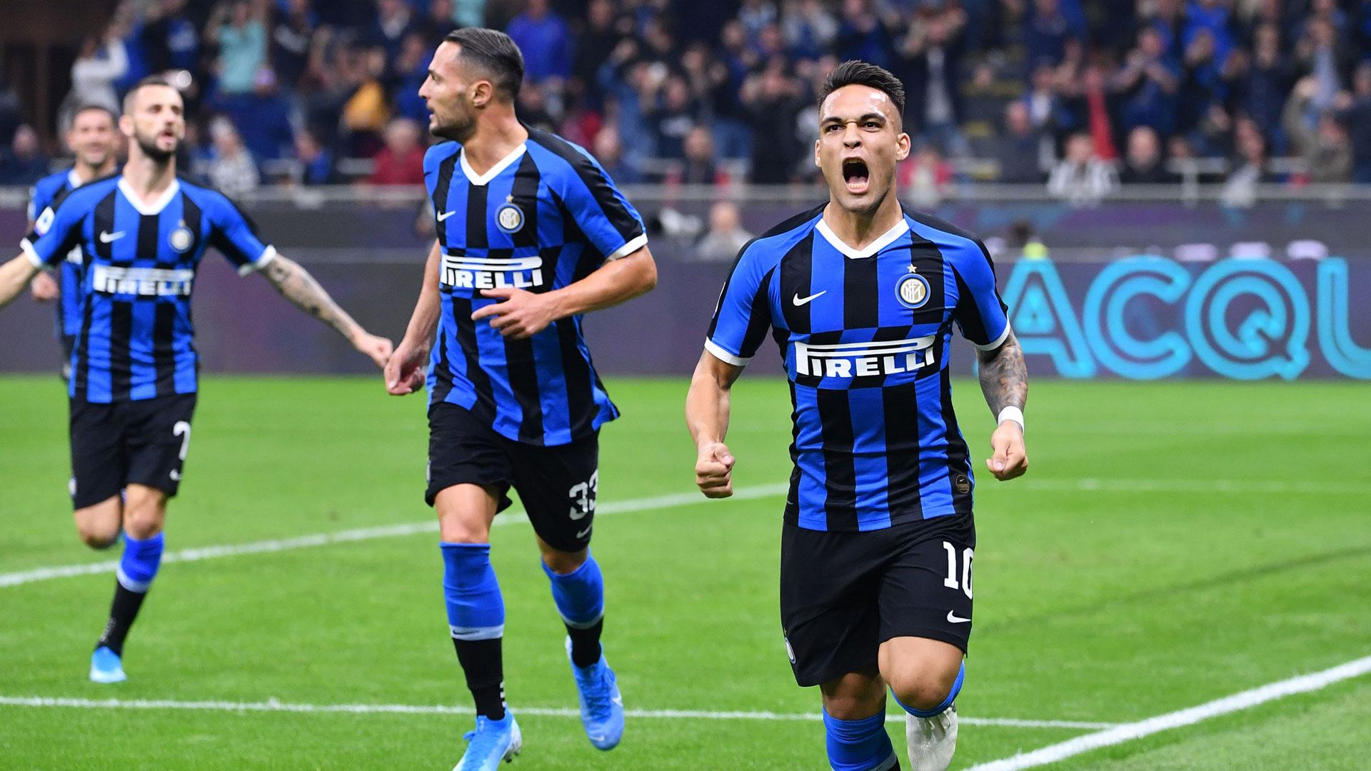 Calcio: fuoriprogramma Sassuolo-Inter,paracadutista in campo