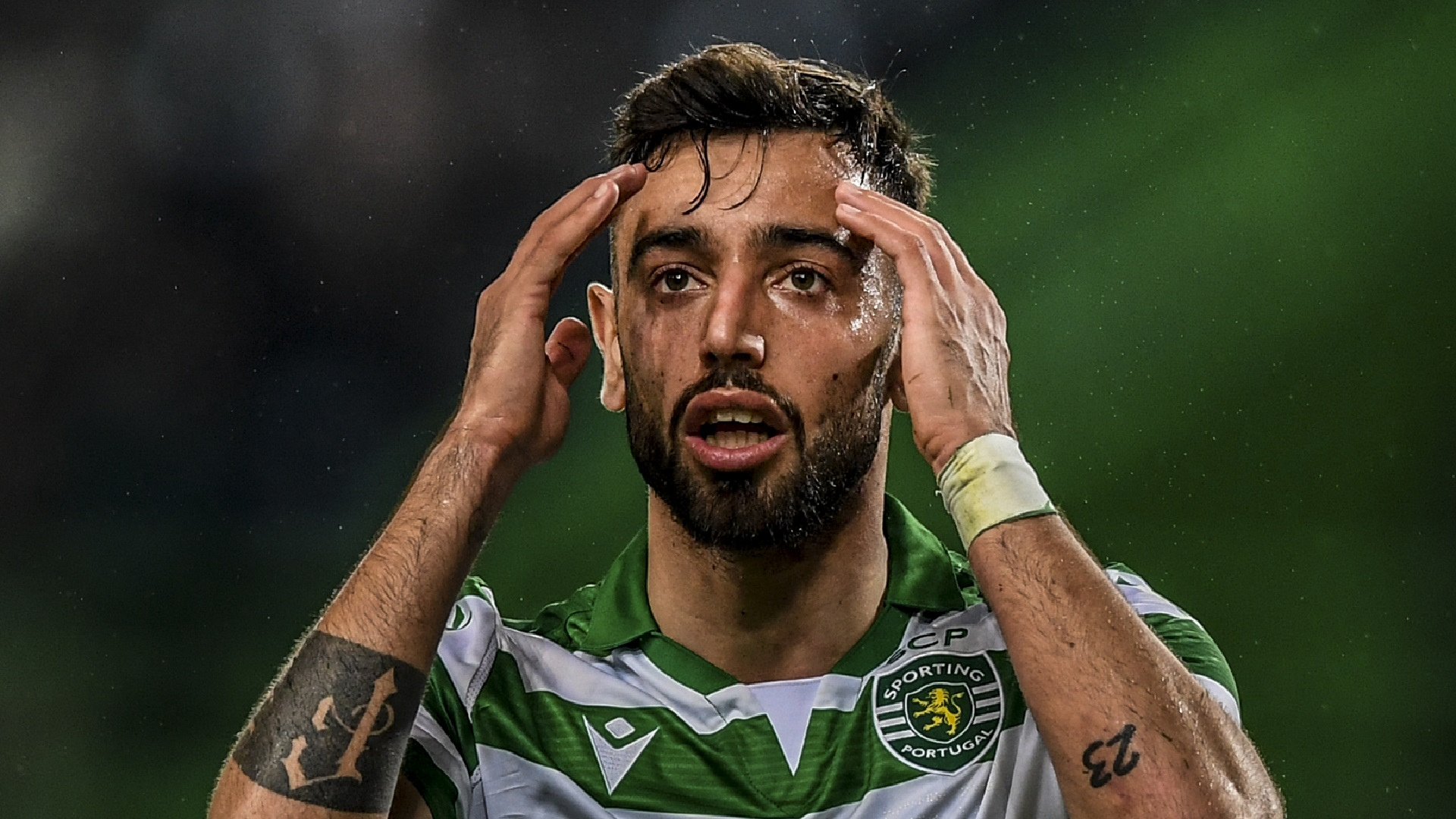 'I would like him to stay' - Man Utd target Fernandes' future remains uncertain, Sporting coach claims