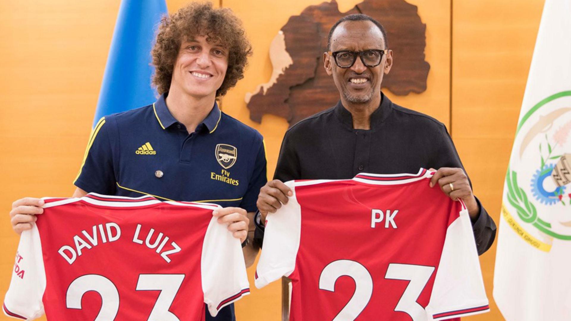Rwanda President Kagame meets Arsenal defender David Luiz and Didier Drogba