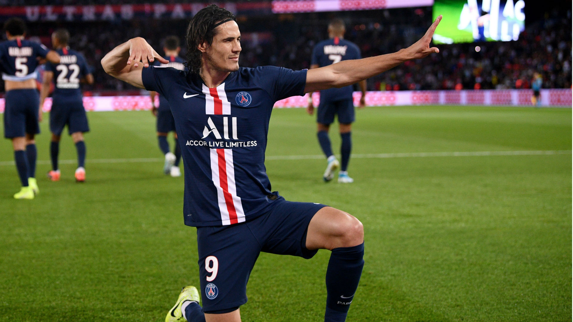 PSG striker Cavani committed to playing on in Europe