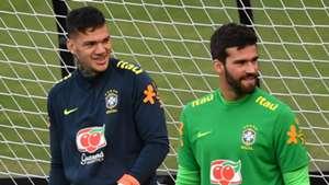 Alisson e Ederson são os grandes goleiros do futebol moderno, destaca Neuer