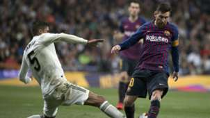 Raphael Varane Lionel Messi Real Madrid Barcelona 2018-19