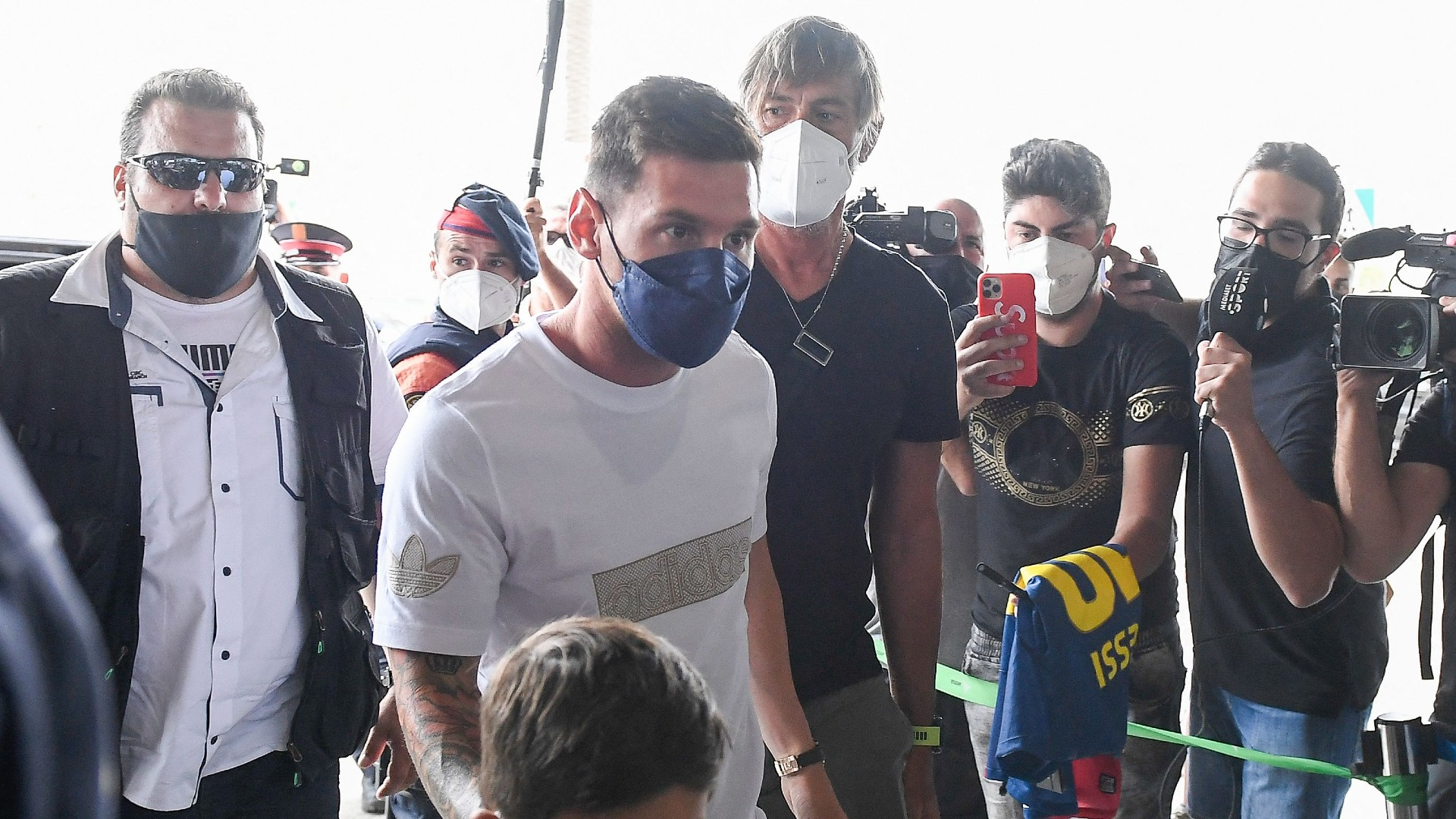 Messi agrees two-year contract with PSG and arrives in Paris to undergo medical following Barcelona exit