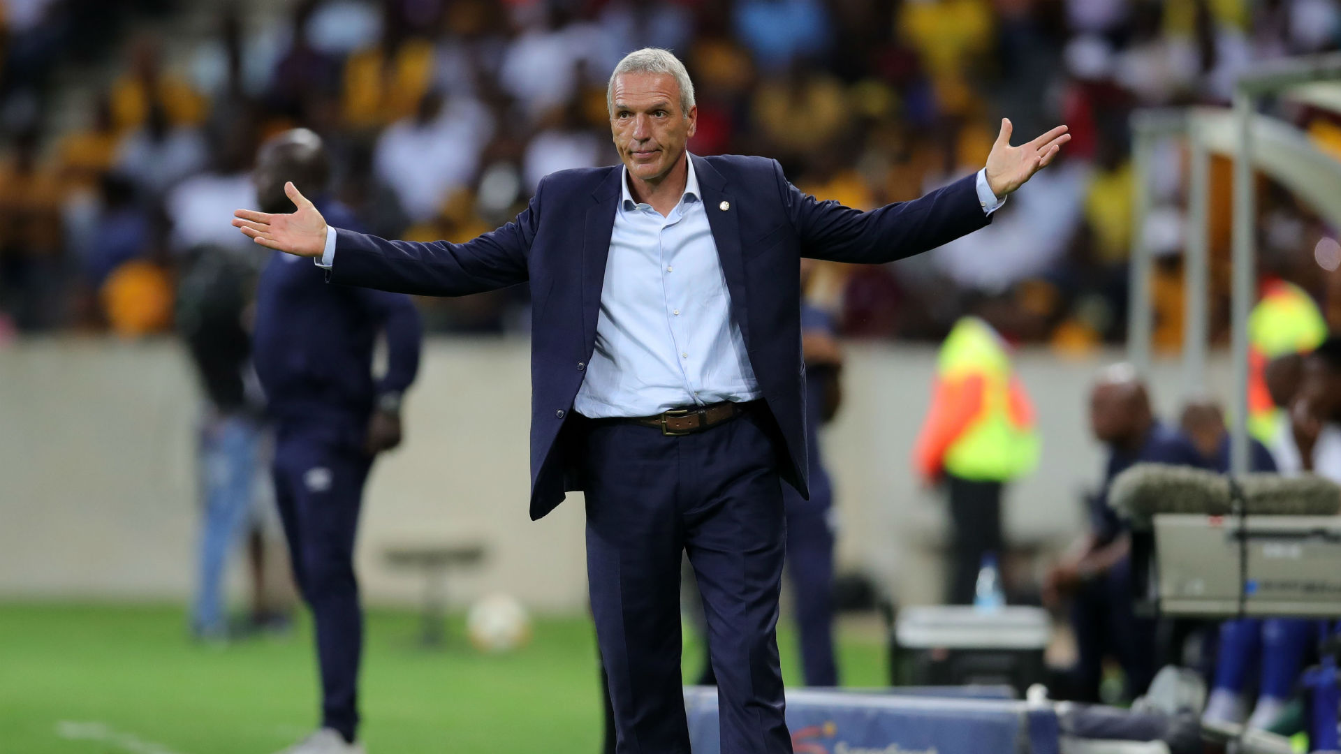 Kaizer Chiefs coach Middendorp throws jabs at Mamelodi Sundowns' Mosimane