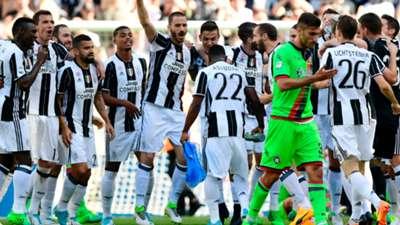 Juventus Crotone celebrating Serie A