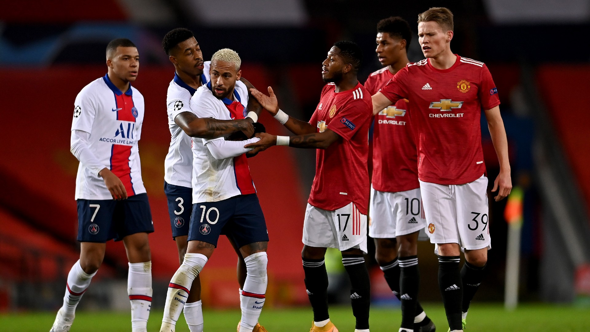 Fred Avoids Red Card For Headbutt In Champions League Clash Between Manchester United And Psg Goal Com