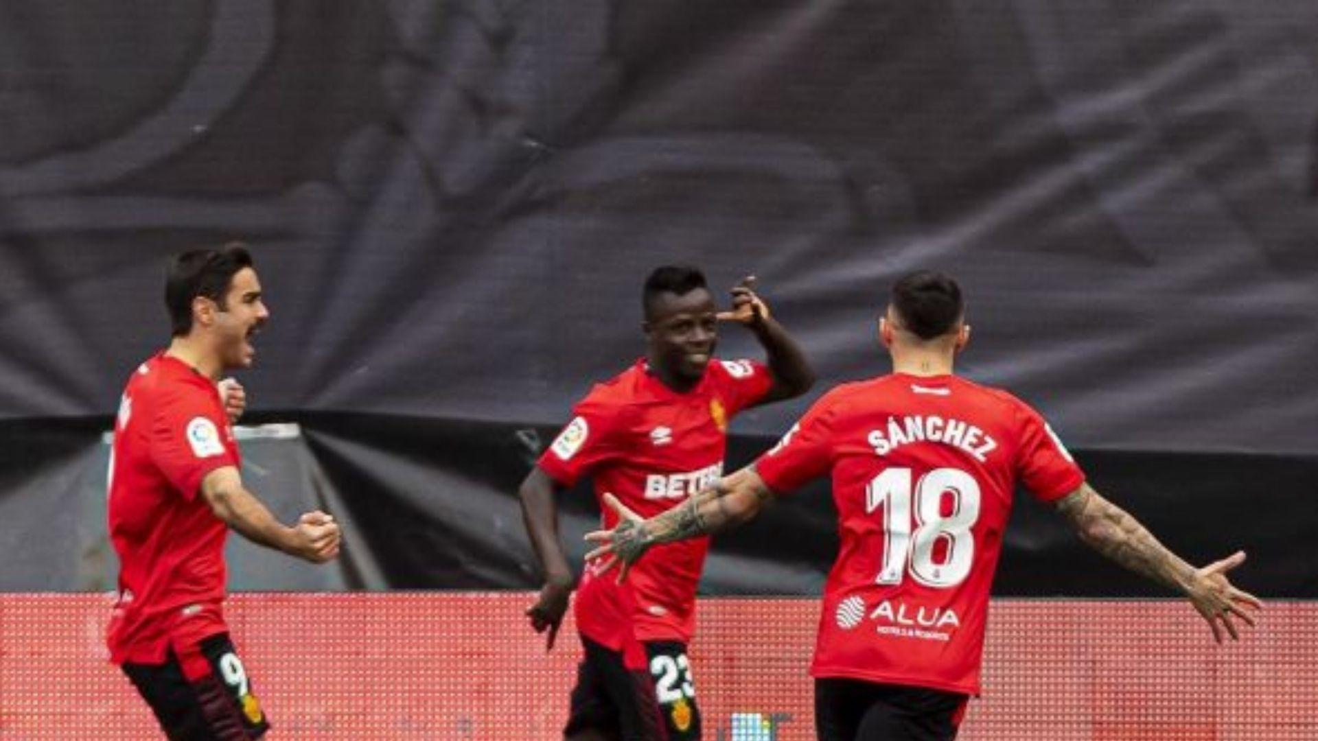 Victoria del Mallorca en Vallecas que le empata en la primera plaza con el Espanyol tras la derrota periquita en el derbi ante el Girona