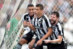 Diego Souza comemora gol na vitória do Botafogo sobre o Vasco