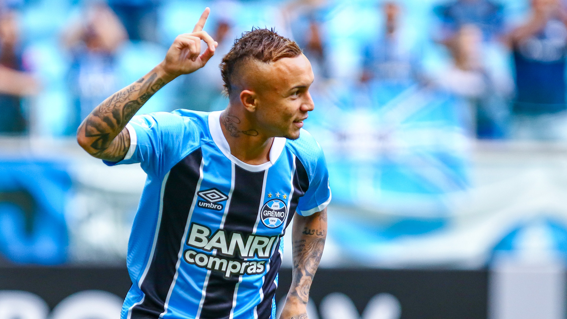 Who Is Gremio Star Everton Soares Brazil S New Sensation Linked To Man City Man Utd Milan Goal Com
