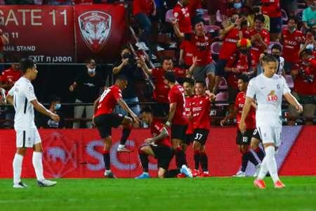 ดับฝันแชมป์ไร้พ่าย! เมืองทองฯทำแสบกดบีจี 10 คน 1-0 | Goal.com
