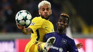 Daniel Alves Henri Onyekuru Anderlecht PSG UEFA Champions League 18102017