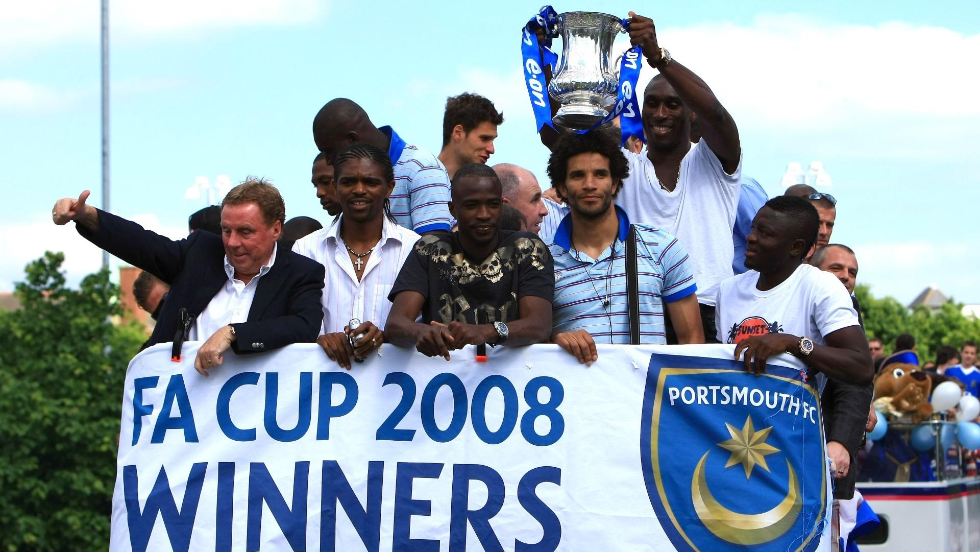 Harry Redknapp, Nwankwo Kanu, John Utaka, David James, Sol Campbell and Sulley Muntari of Portsmouth