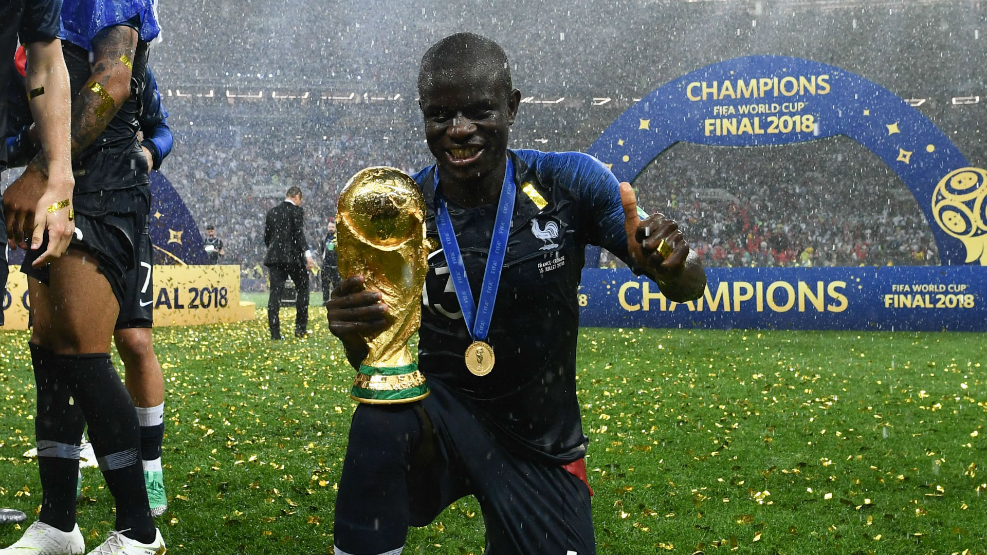 https://images.daznservices.com/di/library/GOAL/36/59/ngolo-kante-france-world-cup-trophy_xrm21u2muol18ej1a8m066sv.jpg?t=1113522685&quality=100