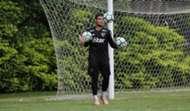 Goleiro Jean treina no São Paulo