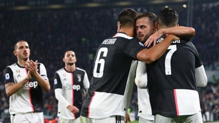 Miralem Pjanic Juventus celebrating Bologna