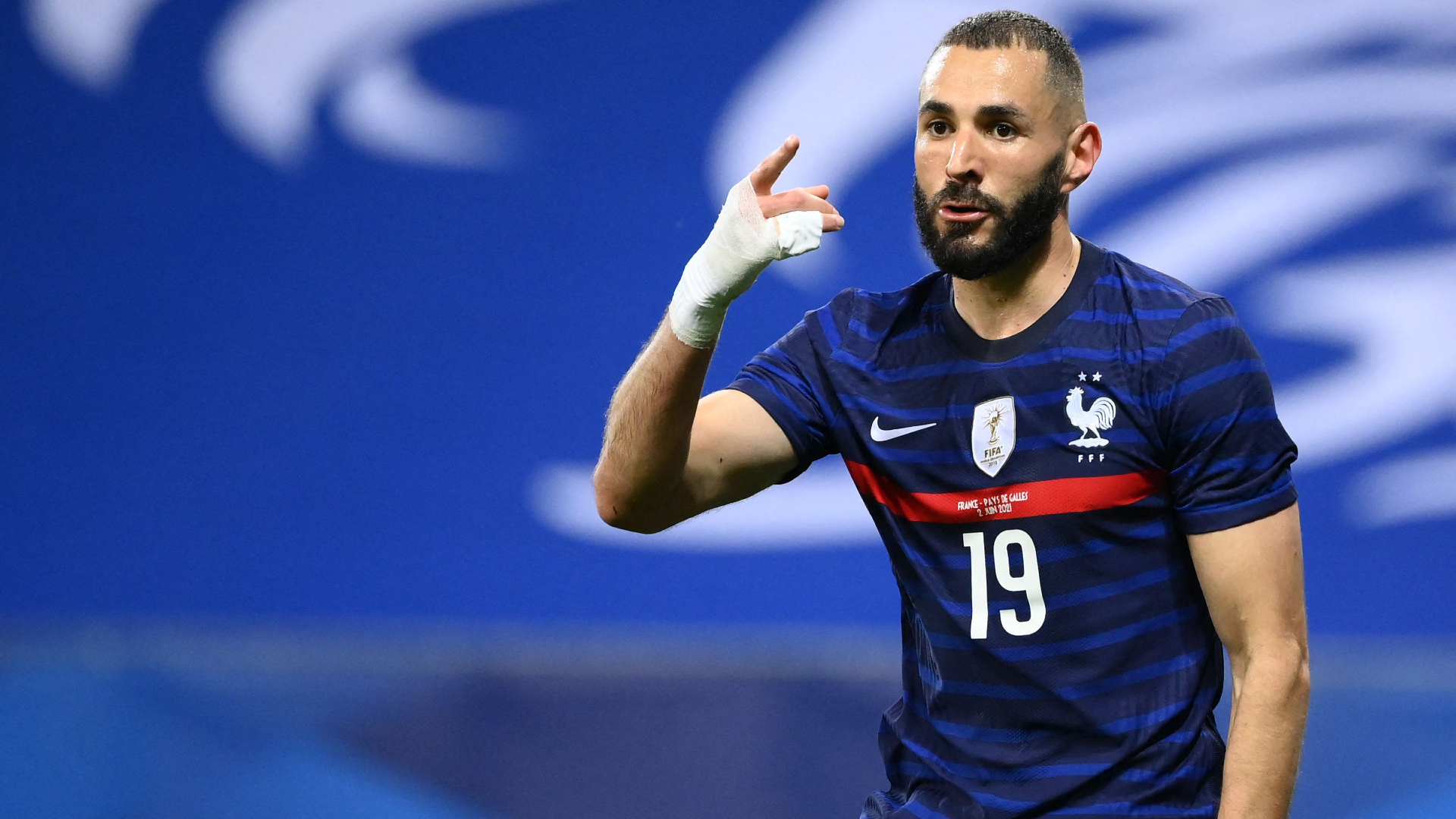 Benzema misses penalty in France return following six-year absence |  Goal.com