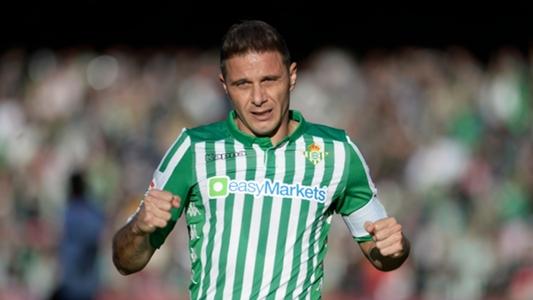 Lập hat-trick đầu tiên trong sự nghiệp ở tuổi 38, lão tướng Joaquin phá kỷ lục La Liga | Goal.com