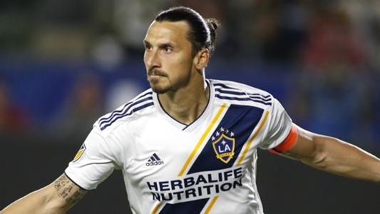 'It depends on him' - Napoli chief reveals ongoing talks to sign Ibrahimovic