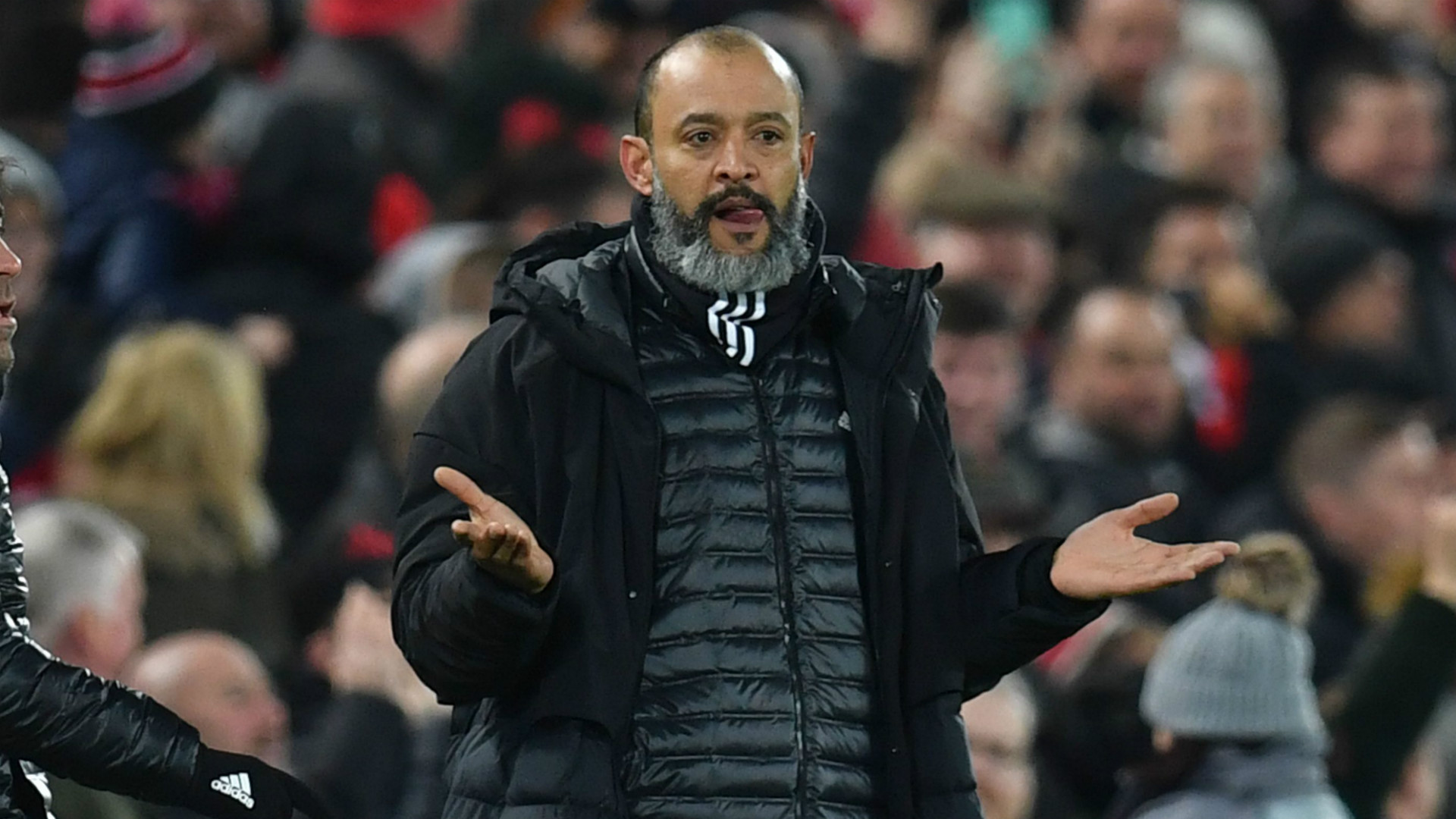 'People are dead and dying' - Wolves boss Nuno slams 'absurd' decision to continue playing amid coronavirus pandemic