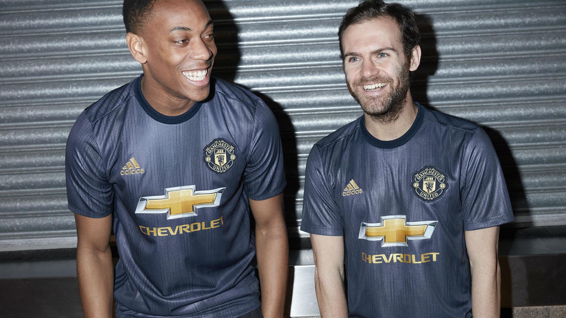 Man Utd Unveil Retro 2018 19 Third Kit Goal Com