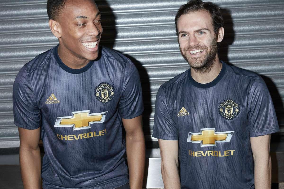 man utd unveil retro 2018 19 third kit goal com man utd unveil retro 2018 19 third kit