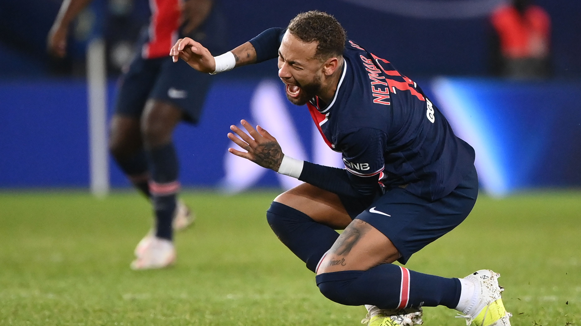 'Damn, how much longer?' - Neymar's dad angry after PSG star suffers another injury