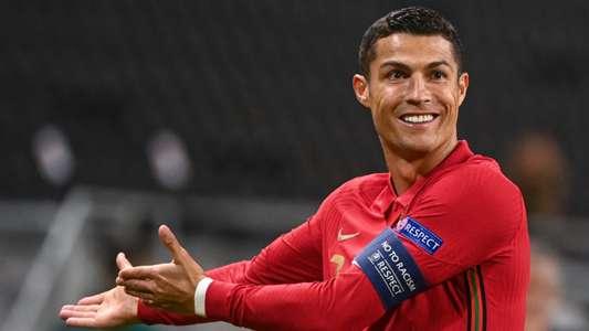 (COVID-19) Dịch bệnh hoành hành, Ronaldo ví bóng đá như... rạp xiếc