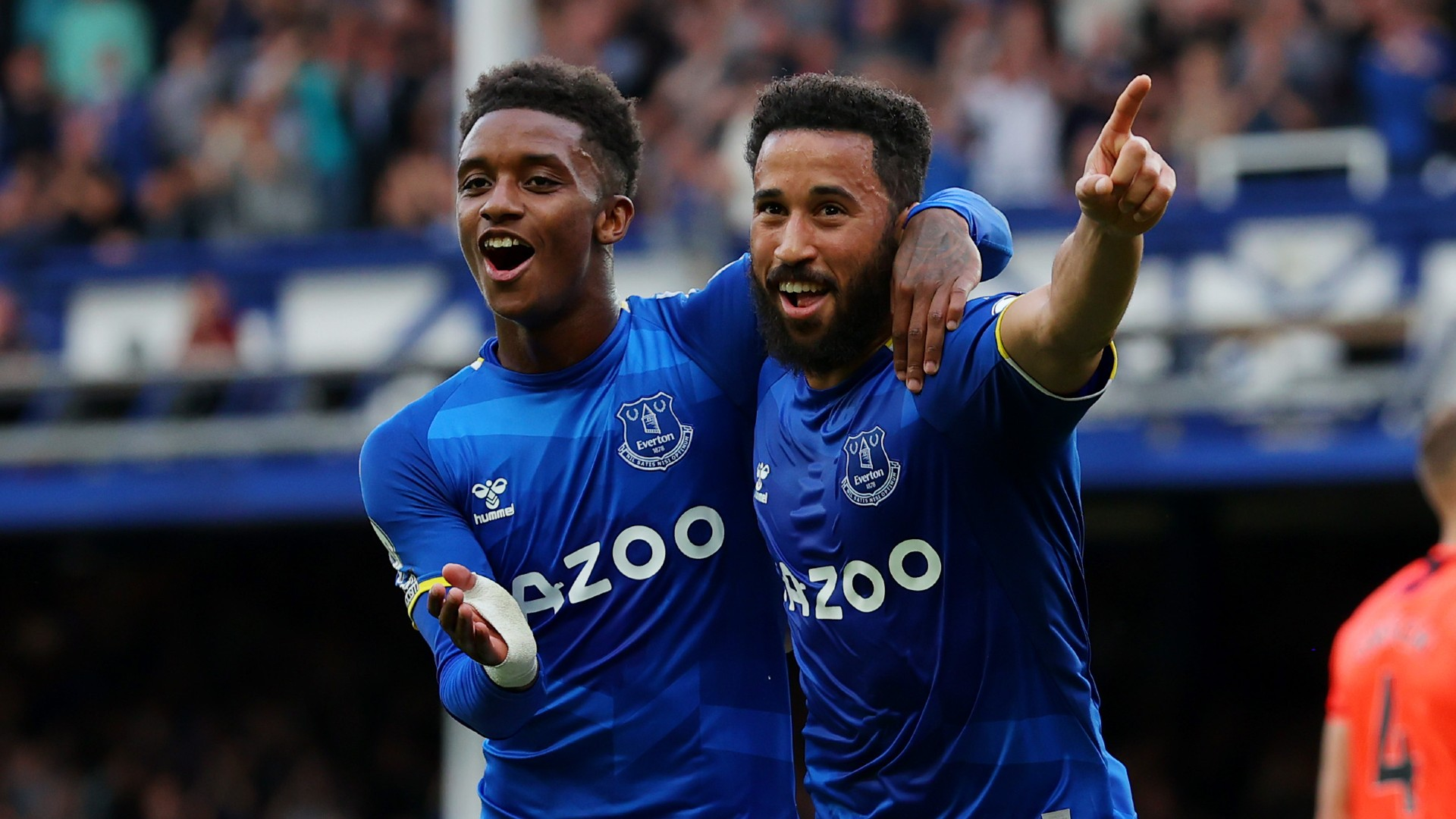 Matchday LIVE: Everton face West Ham, Newcastle host Tottenham, Juventus & Barcelona also in action