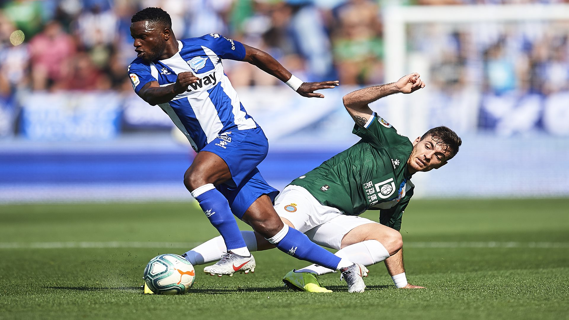 Ghana and Deportivo Alaves midfielder Wakaso set for treatment due to hand  injury | Goal.com