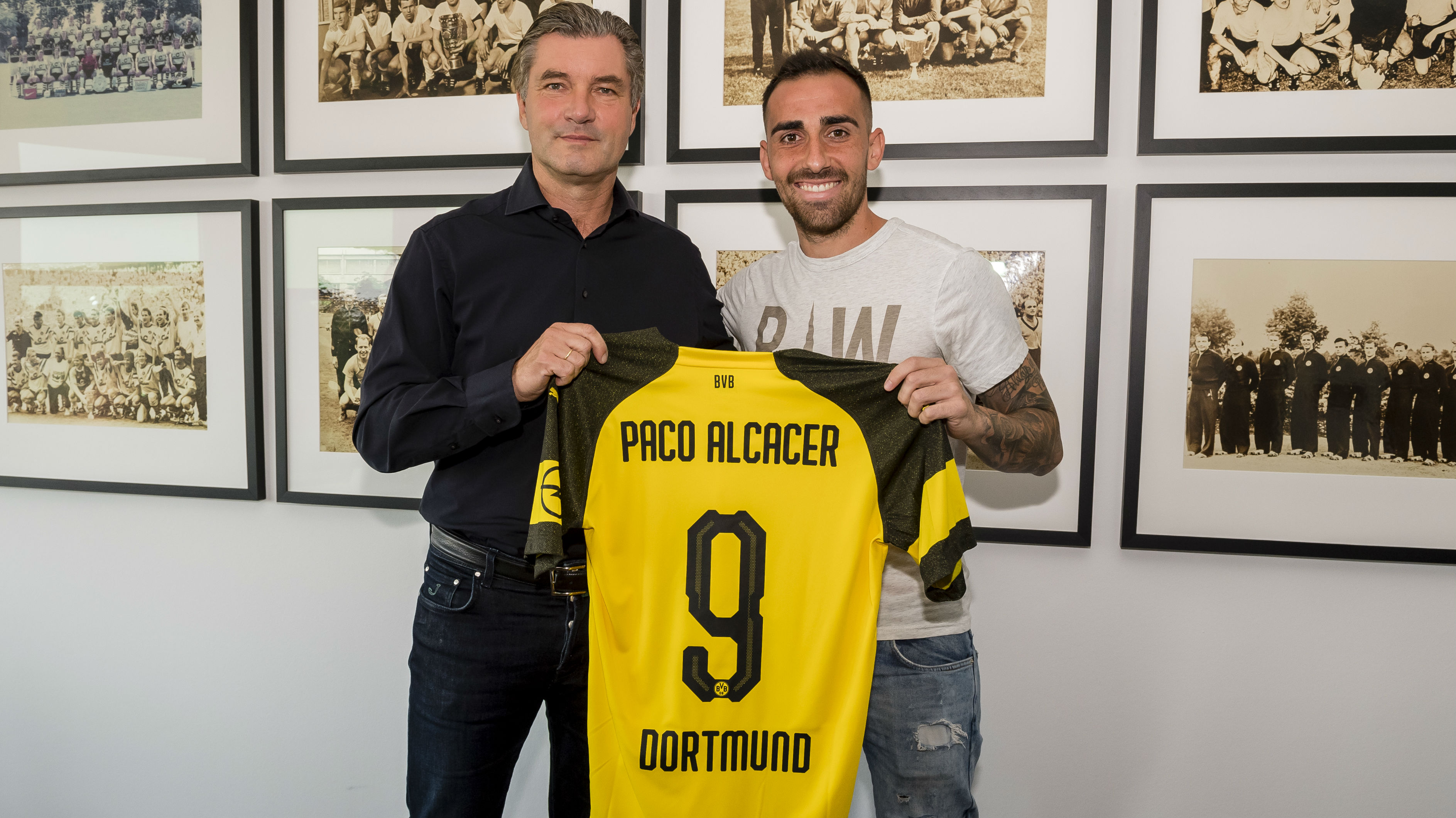 Barcelona transfer news: Borussia Dortmund sign Paco Alcacer on ...