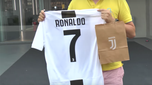 how much is cristiano ronaldo s juventus shirt jersey kit goal com juventus shirt jersey kit